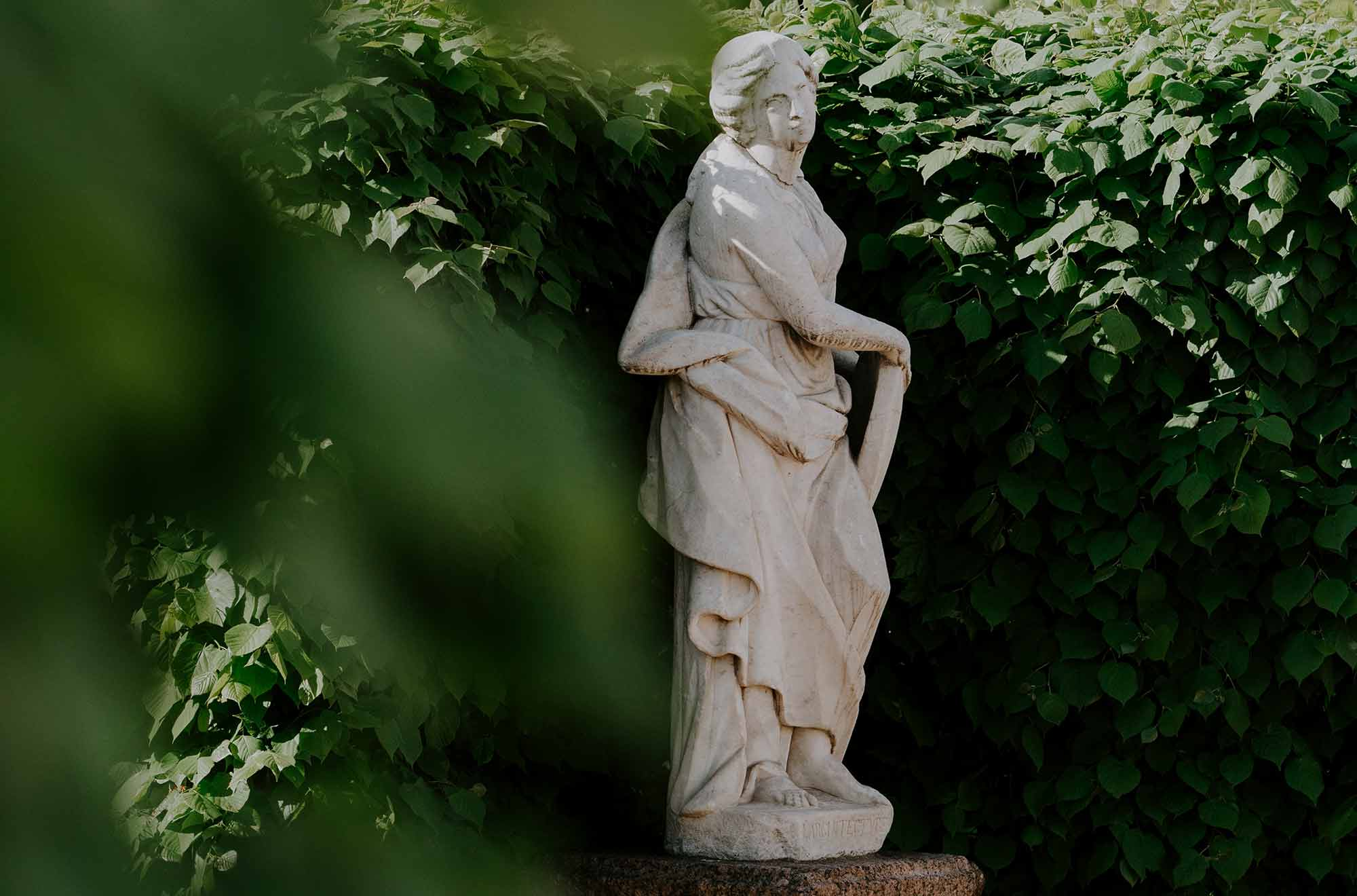 Gartenfiguren_klassiche-Steinfigur