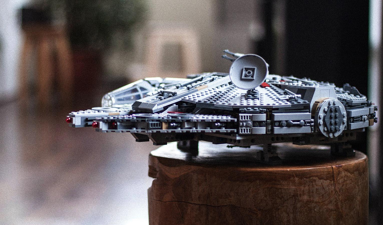 Lego für Erwachsene – LEGO Star Wars Millennium Falcon
