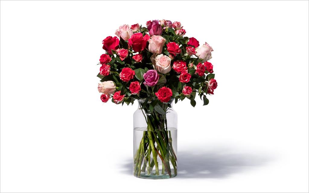 Moderne Blumensträuße mit Rosen